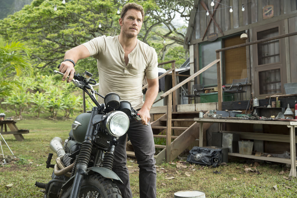 Chris-Pratt-Tight-T-Shirt-Jurassic-World-GIFs