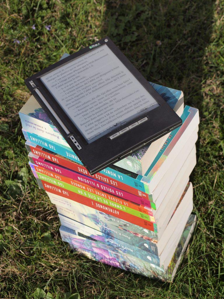 books-1176150_1920