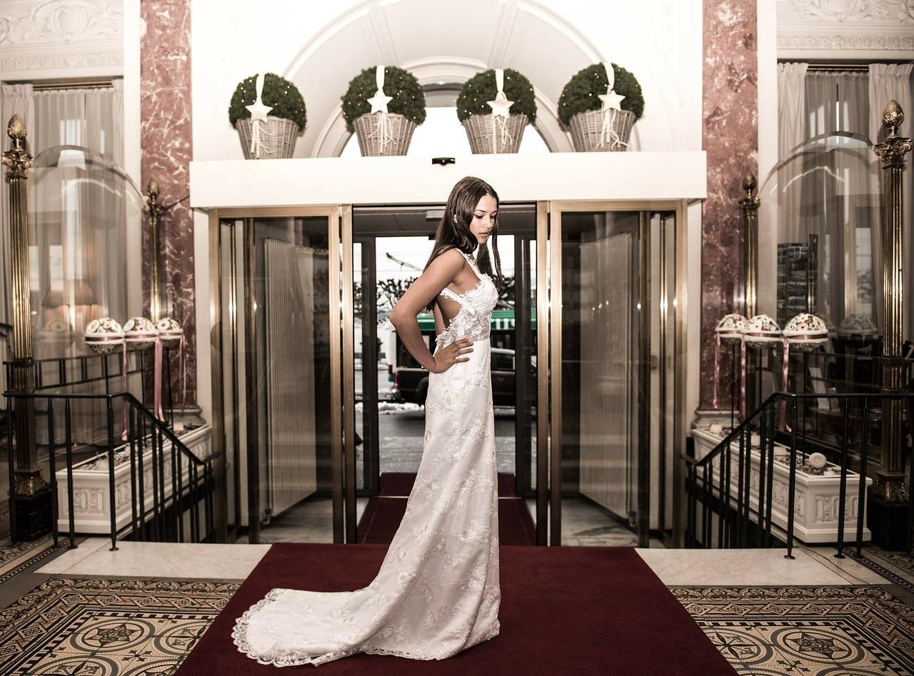 wedding-dress-319153_1280